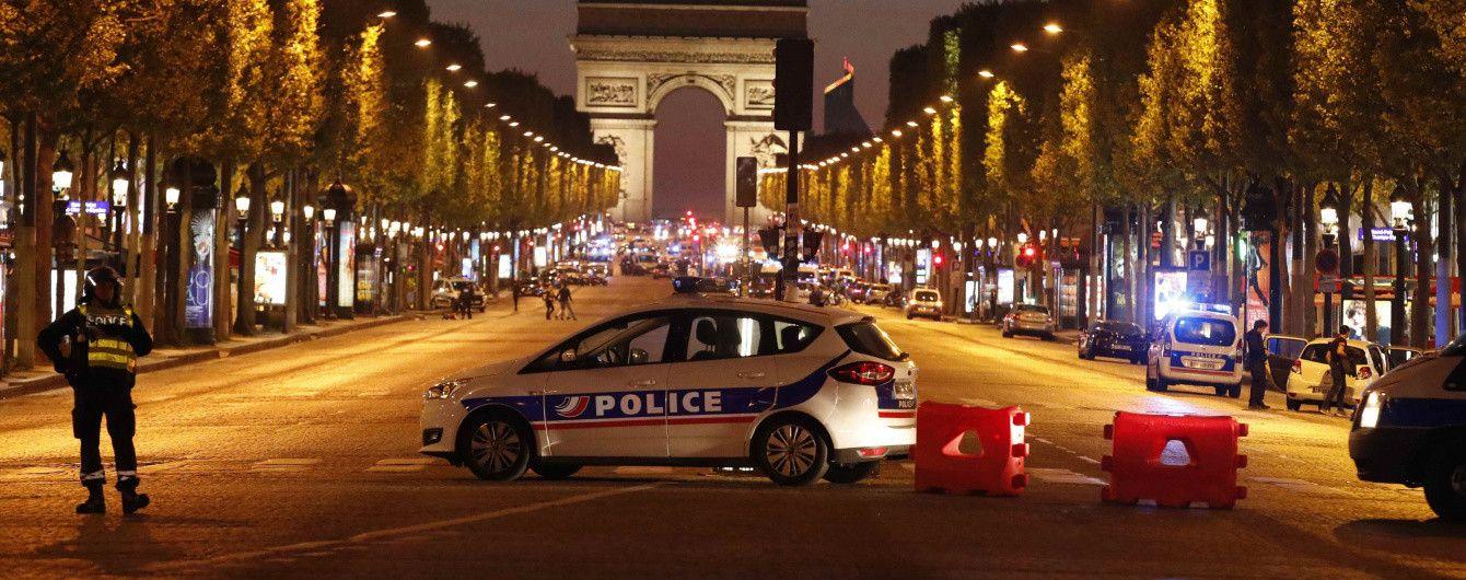 Стрілянина на Єлисейських полях: у Парижі застрелили поліцейського, ще одного поранили