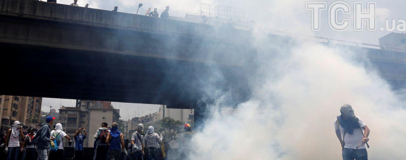 Во время акций протеста в Венесуэле погибли два студента