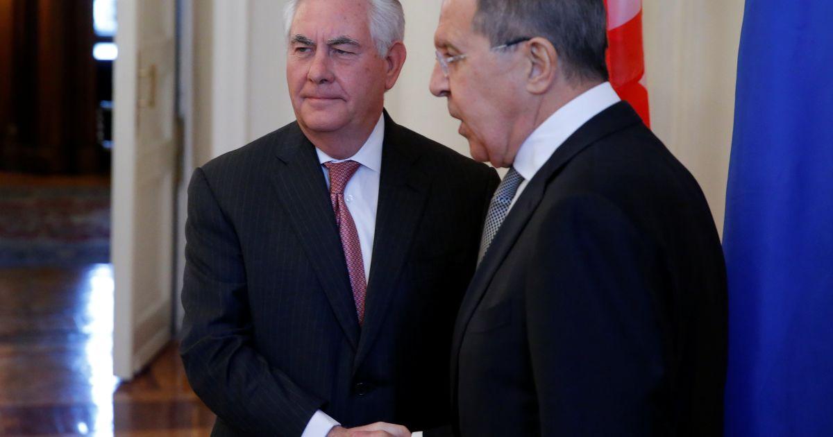 Тиллерсон и Лавров обсудили ход реализации Минских соглашений