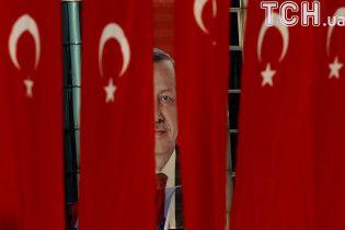 Ердоган звинуватив посла США в Туреччині у призупиненні видачі віз Америкою