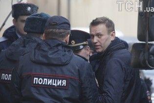 Навальному заборонили навіть думати про виїзд за кордон