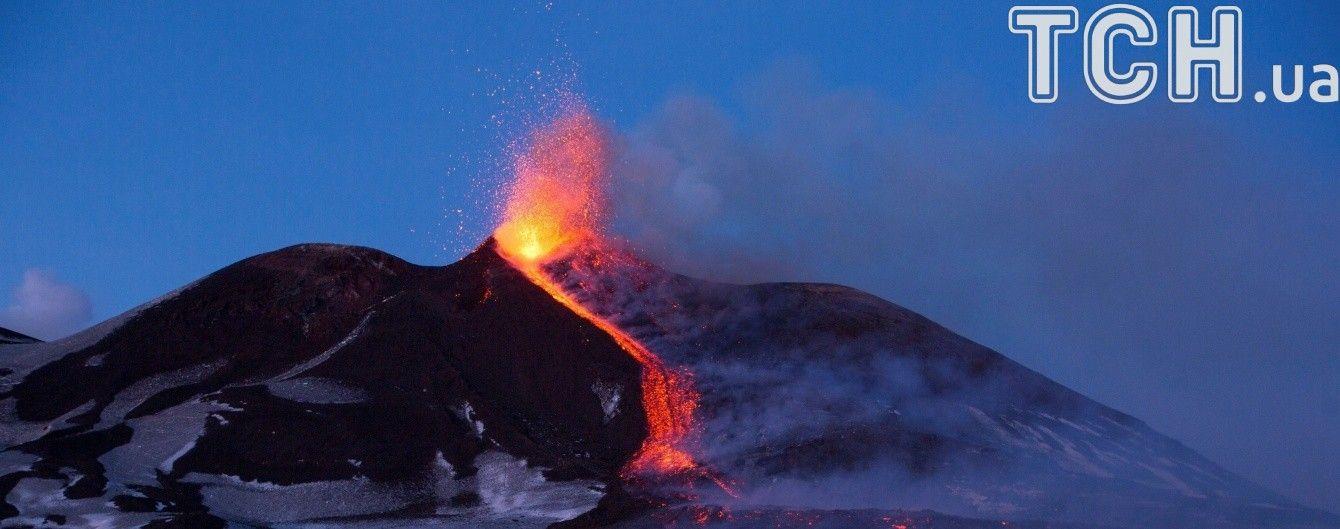 Могутній вулкан Етна знову активізувався: через виверження лави травмувалися 10 осіб — ЗМІ