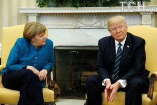 Я цього не чув: Трамп прокоментував відмову потиснути Меркель руку
