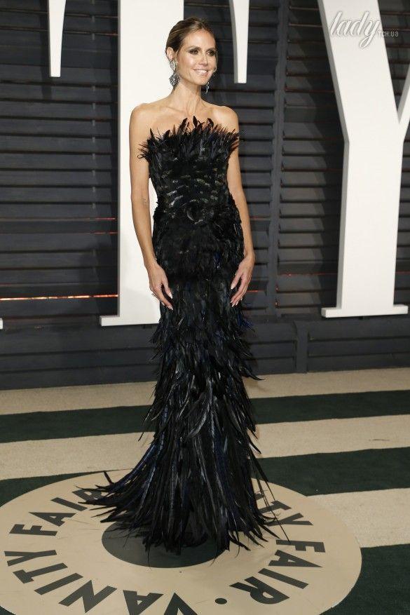 20a8d559bb1 Звезды на вечеринке Vanity Fair  яркие платья и эффектные декольте ...