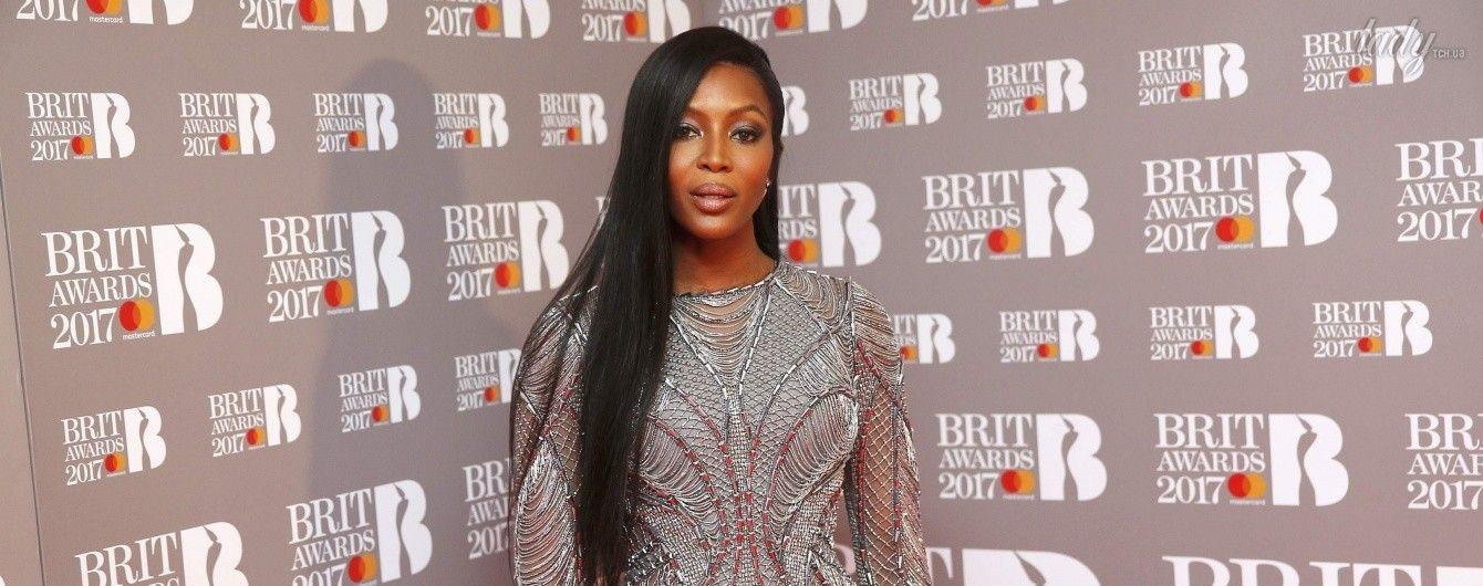 Без штанов: Наоми Кэмпбелл поразила публику своим появлением на сцене Brit Awards