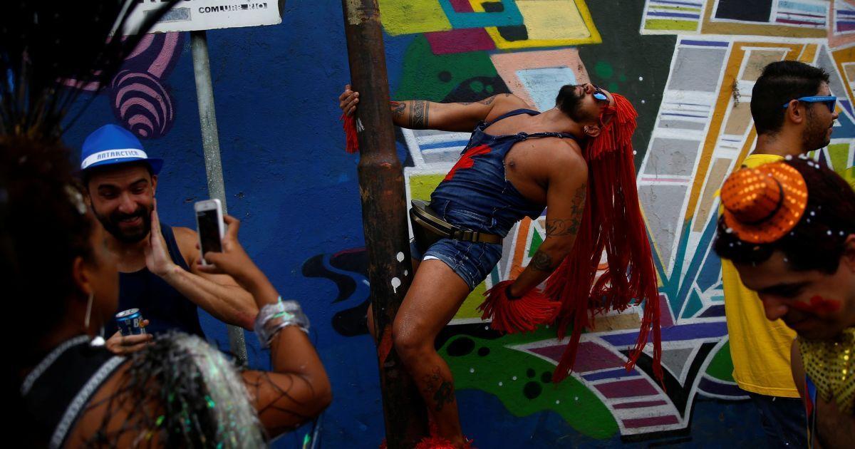 """""""Антикарнавал"""" у Ріо-де-Жанейро в Бразилії @ Reuters"""