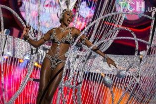 Блискітки і видовищні костюми. Reuters показало красу яскравого карнавалу на Канарських островах