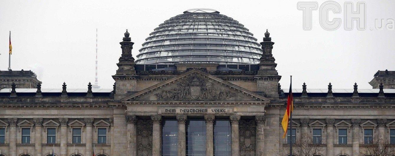 В Бундестаге призвали Меркель требовать от Путина освобождения Сенцова