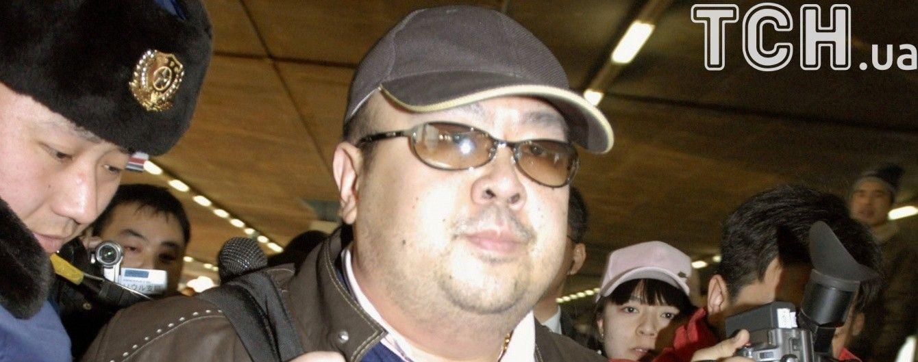 В полиции Малайзии утверждают, что брата лидера КНДР убили при помощи химического оружия