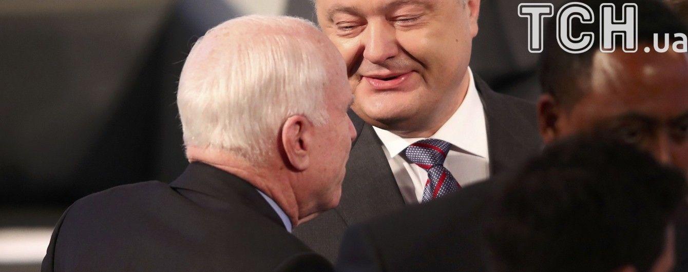 Порошенко побажав Маккейну швидкого одужання