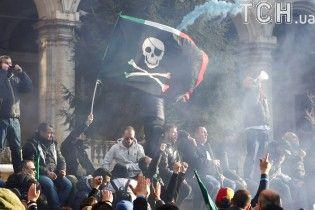 В Риме таксисты устроили демонстрацию и подрались с полицией