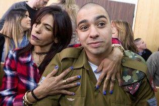 Министр обороны Израиля заступился за солдата, которого приговорили к 18 месяцам за убийство нападающего