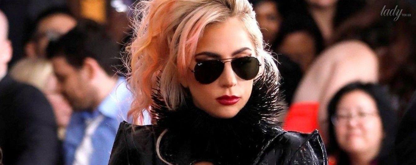 """Королева эпатажа: Леди Гага пришла на церемонию """"Грэмми"""" в откровенном наряде из латекса"""