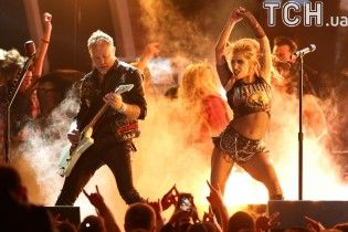Відчайдушна Леді Гага набила тату на всю спину за мотивами відомої пісні