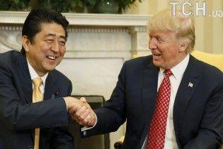 """""""Незграбні лещата Трампа"""". Юзерів шокувала дивна манера президента США тиснути руки"""