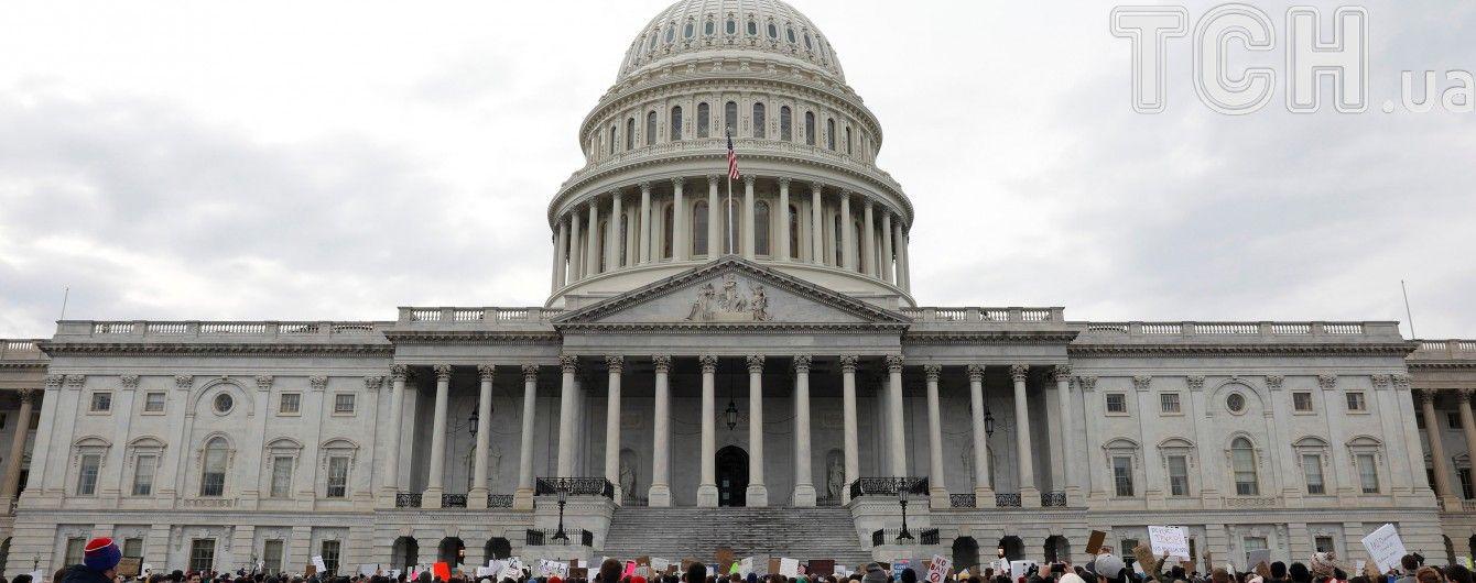 В США автомобиль пытался протаранить полицейский кордон в библиотеке Конгресса