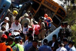Кровавая авария: в Гондурасе при столкновении автобуса и автоцистерны погибли 23 человек