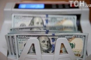 Доллар и евро упали в цене в курсах Нацбанка на 14 июня. Инфографика