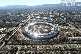 Оформление туалетов напоминает дизайн iPhone: Reuters узнало секреты штаб-квартиры Apple