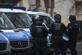 В Германии авто влетело в остановку: есть пострадавшие