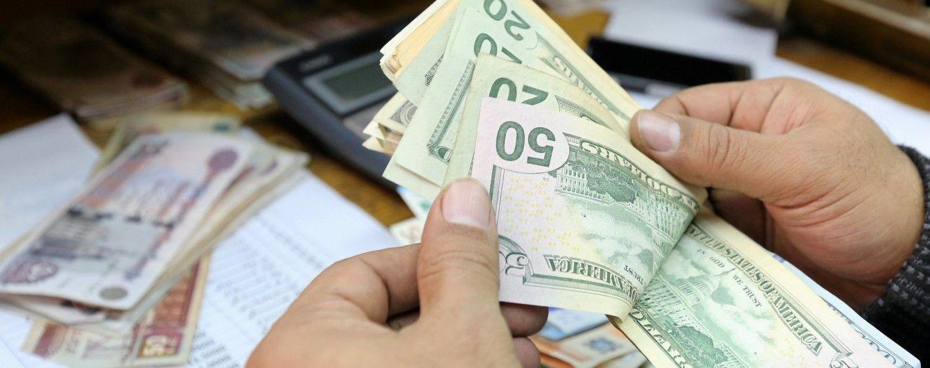 Долар продовжить дешевшати в курсах валют від НБУ на понеділок