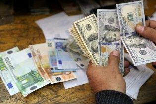 Ажиотаж проходит. В столичных обменниках подешевели доллар и евро
