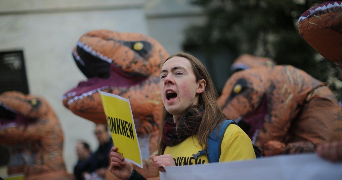 Фото с акции протеста @ Reuters