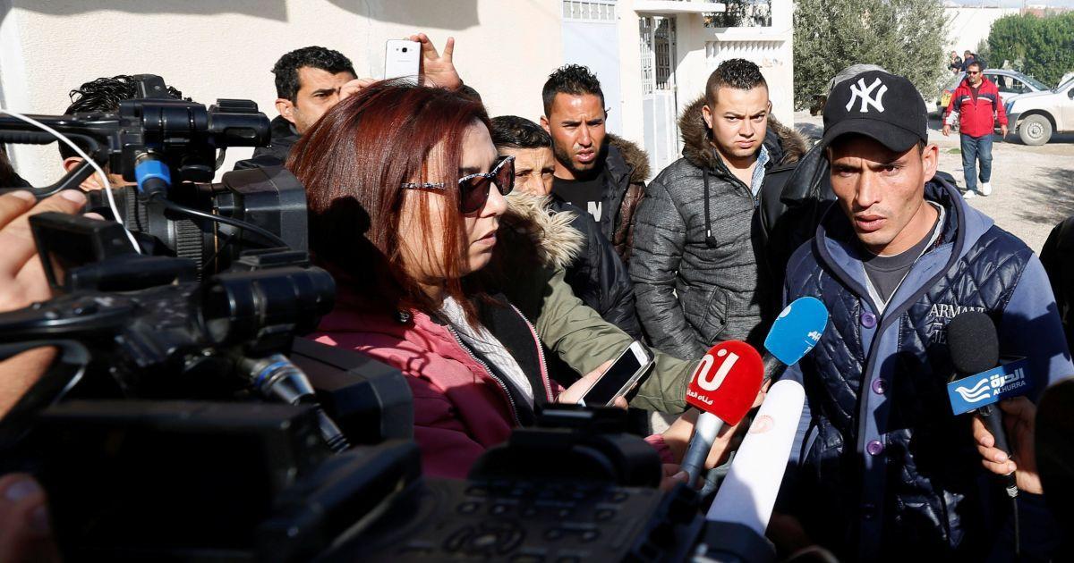 Валід Амрі розповідає журналістам про свого брата Аніса.