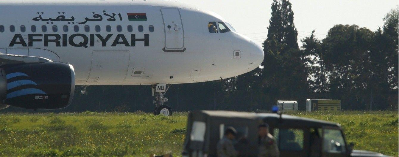 На Мальті приземлився викрадений лівійський літак: на борту 118 осіб