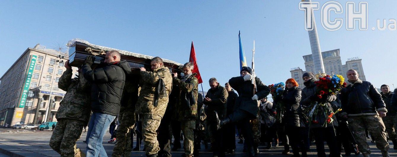 У Києві та під Харковом простилися з загиблими на Світлодарській дузі бійцями