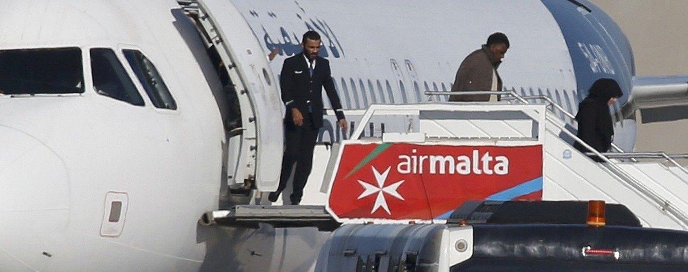 Із захопленого лівійського літака відпустили всіх пасажирів