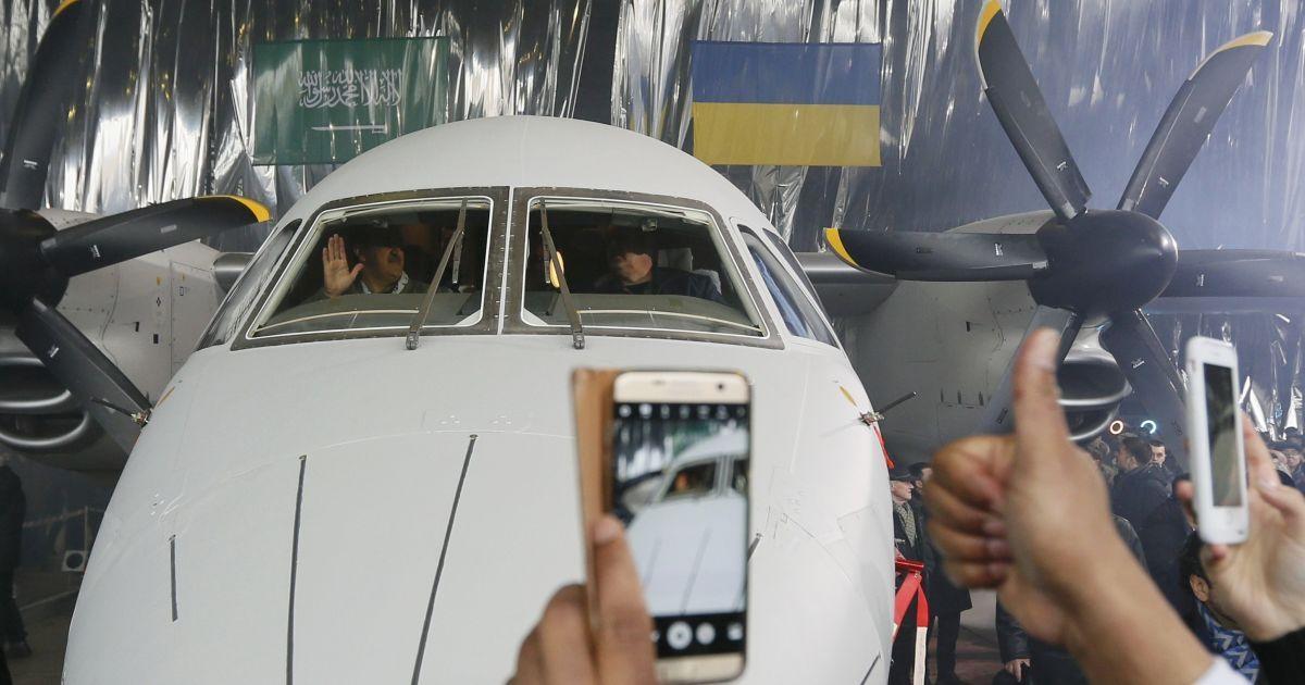 Презентація літака Ан-132D @ Reuters