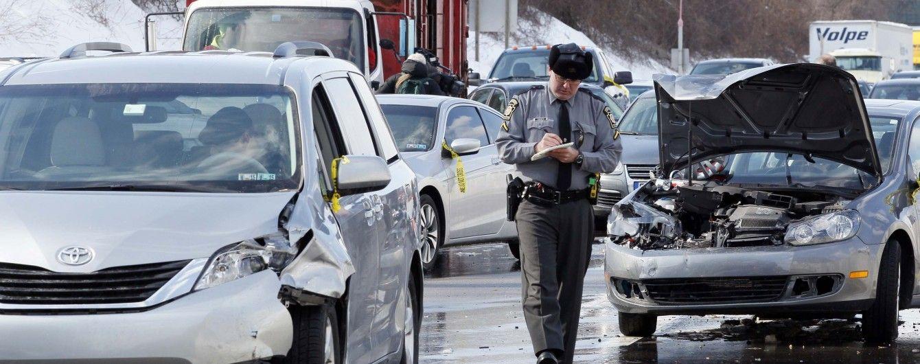 У США через заметіль зіткнулися понад півсотні авто