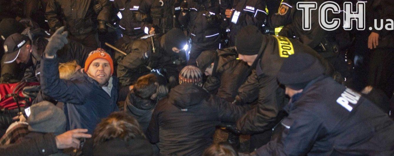 Майдан по-польськи. Десятки тисяч поляків протестують біля Сейму та президентського палацу