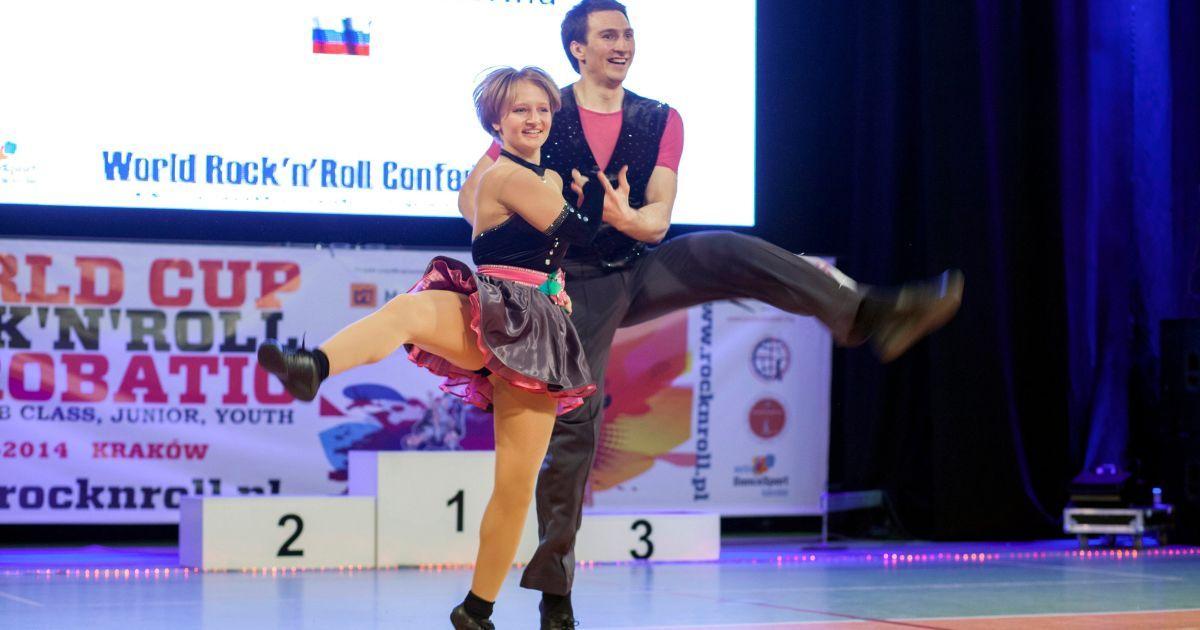 Катерина Тихонова танцює з Іваном Клімовим під час змагань Кубка світу в 2014 році @ Reuters