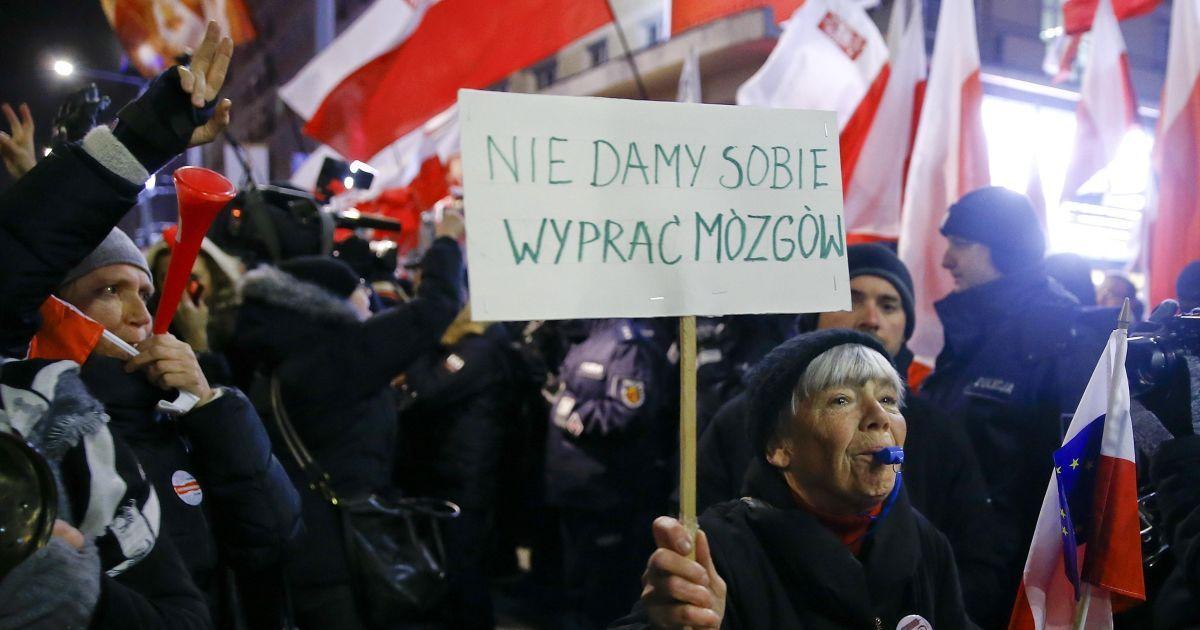 Демонстранти вимагали відставки уряду @ Reuters