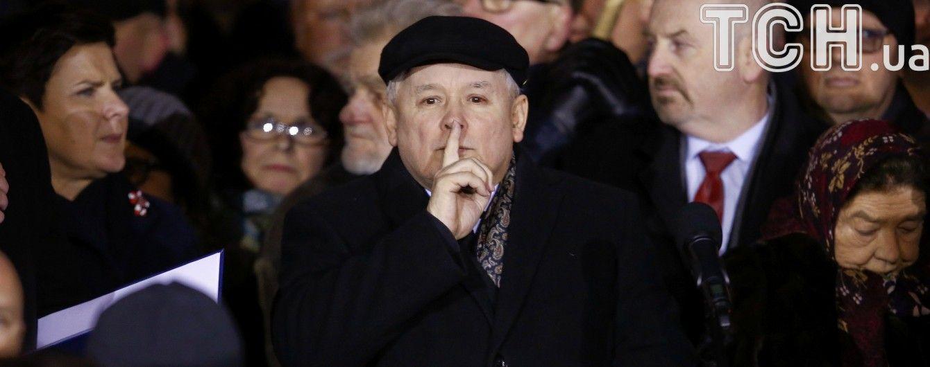 Глава Польщі Качинський покинув приміщення парламенту, навколо якого тривали демонстрації