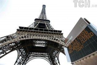 Эйфелеву башню обнесут стеной из-за террористической угрозы