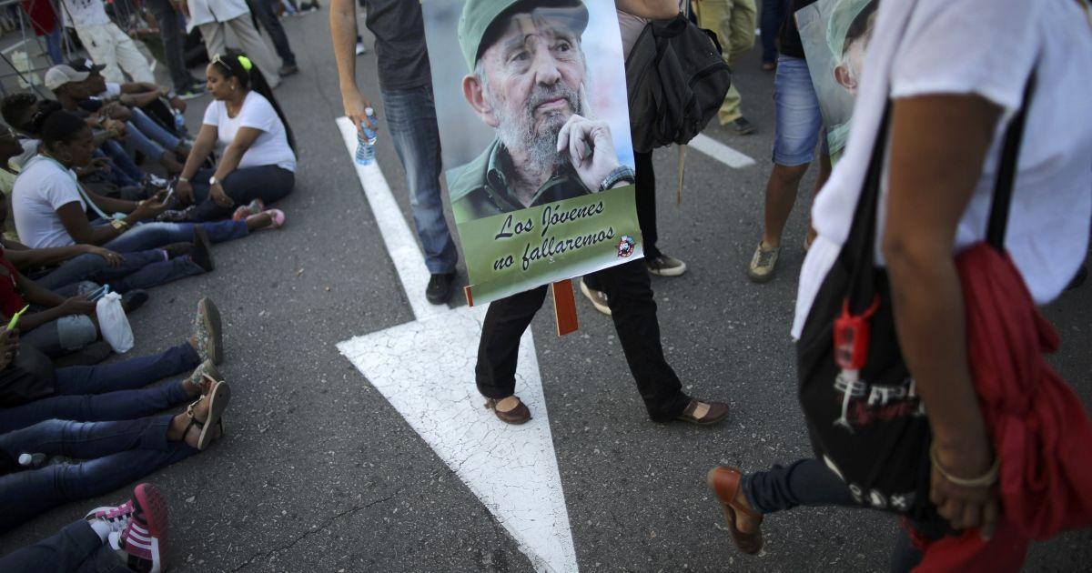 Мільйон людей зібралися вшанувати пам'ять Фіделя Кастро @ Reuters