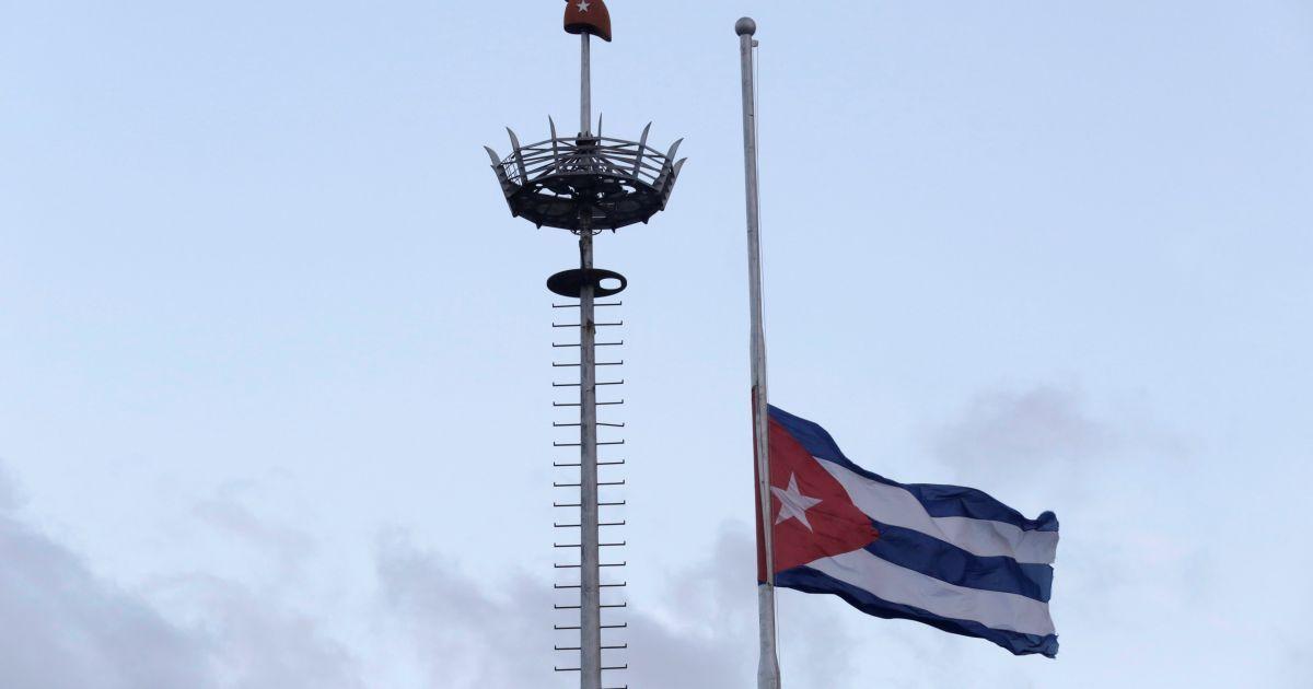 Приспущенный флаг на Кубе @ Reuters