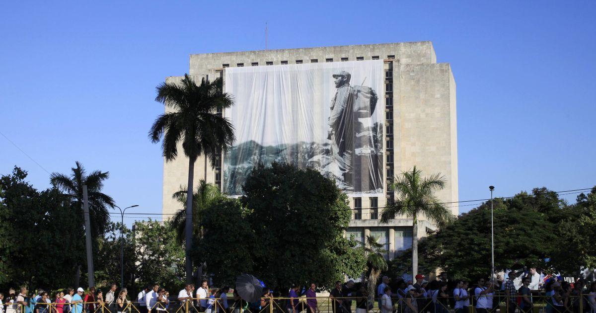 На Кубі розпочалася церемонія на честь пам'яті Фіделя Кастро. Дивіться онлайн