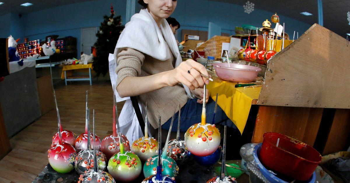 Фабрика новогодних елочных игрушек в Красноярске в России