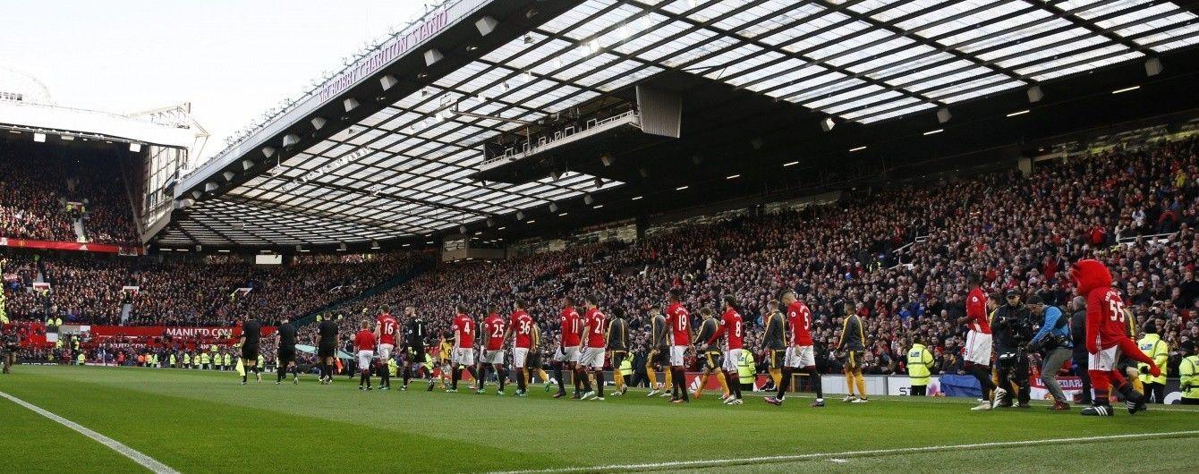 """Двоє іноземців ночували у туалеті стадіону """"Манчестер Юнайтед"""", щоб безкоштовно потрапити на матч"""