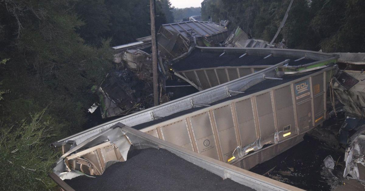 Последствия столкновения поездов @ Reuters