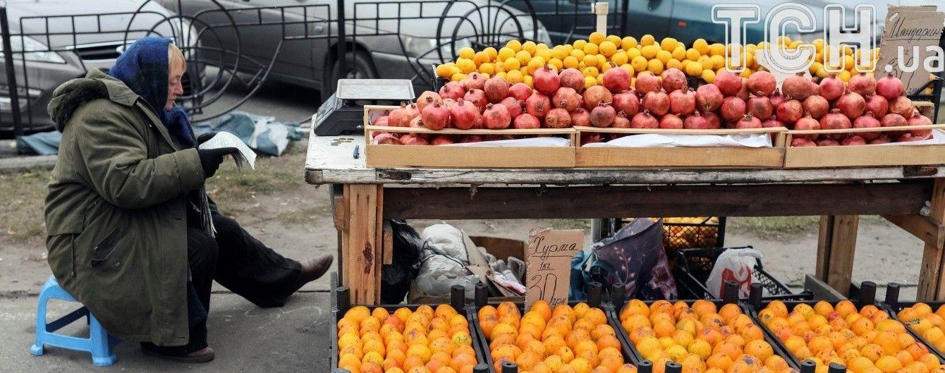 Ціни на огірки підстрибнули вдвічі, а цитрусові дешевшають. Інфографіка