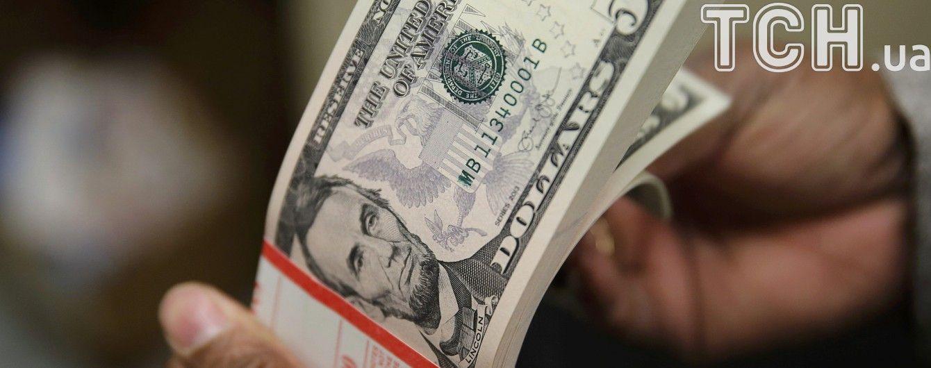 Долар і євро продовжили стрімке здорожчання в курсах Нацбанку на 6 грудня. Інфографіка