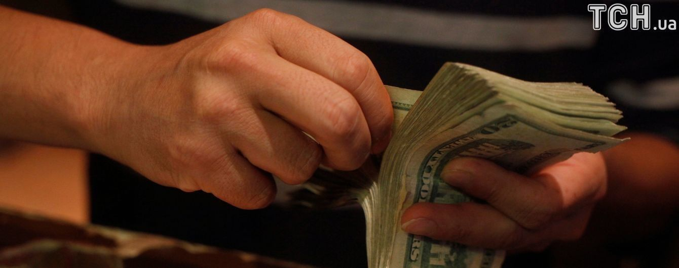 Долар здорожчав, а євро здешевшав у курсах Нацбанку на 31 серпня. Інфографіка