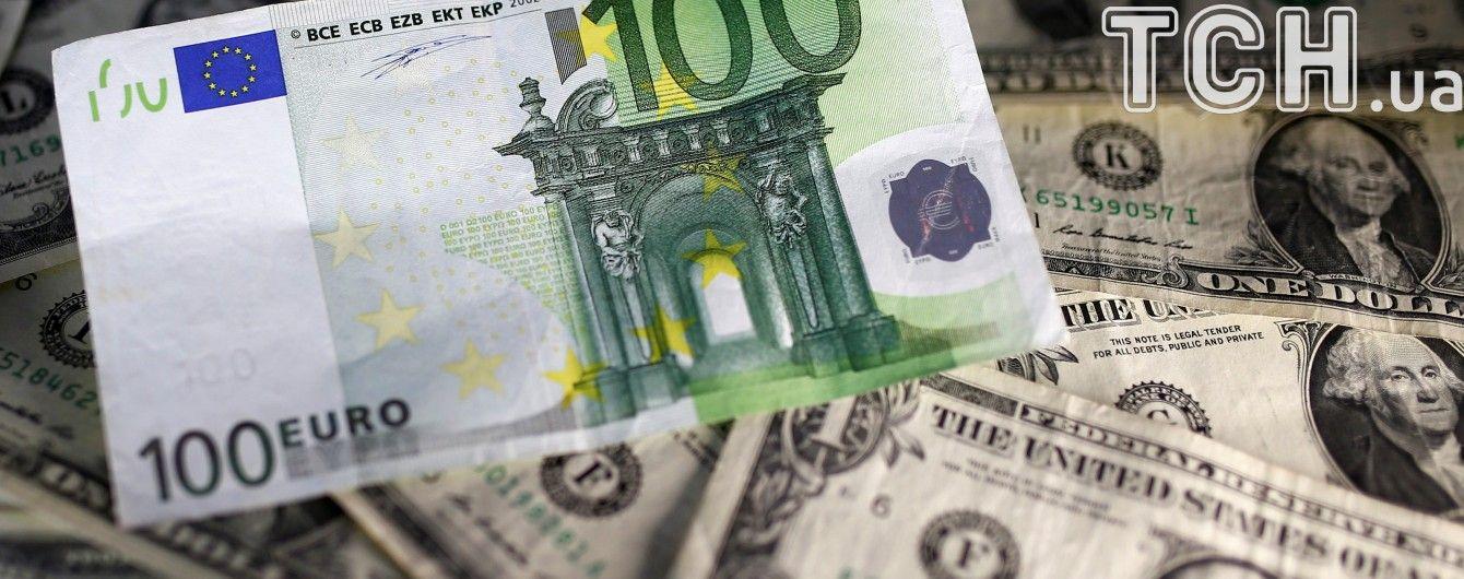 Долар і євро відчутно здешевшали в курсах Нацбанку на 7 лютого. Інфографіка