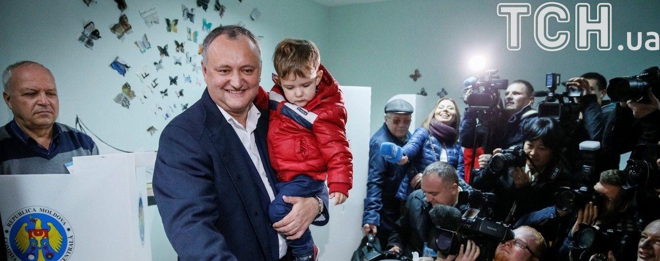 Вибори у Молдові: Путін привітав Додона з перемогою та запросив до Москви