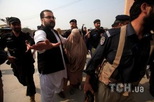 Афганскую беженку с обложки National Geographic таки депортировали из Пакистана